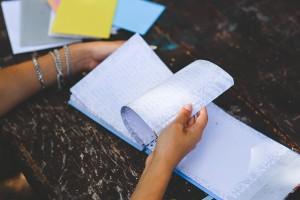 Durch ein Notizbuch blättern
