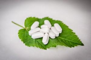 Tabletten auf einem Blatt